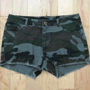 Woman's camouflage low waisted shorts